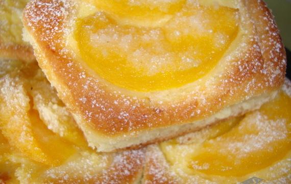 Ovocné kynuté koláčky