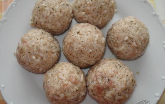 Rýžové kuličky s rajčatovou omáčkou