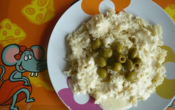 Těstoviny s omáčkou z balkánského sýra