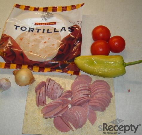 Domácí tortilla se salámem