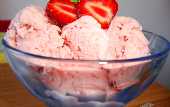 Domácí jahodová zmrzlina se smetanou