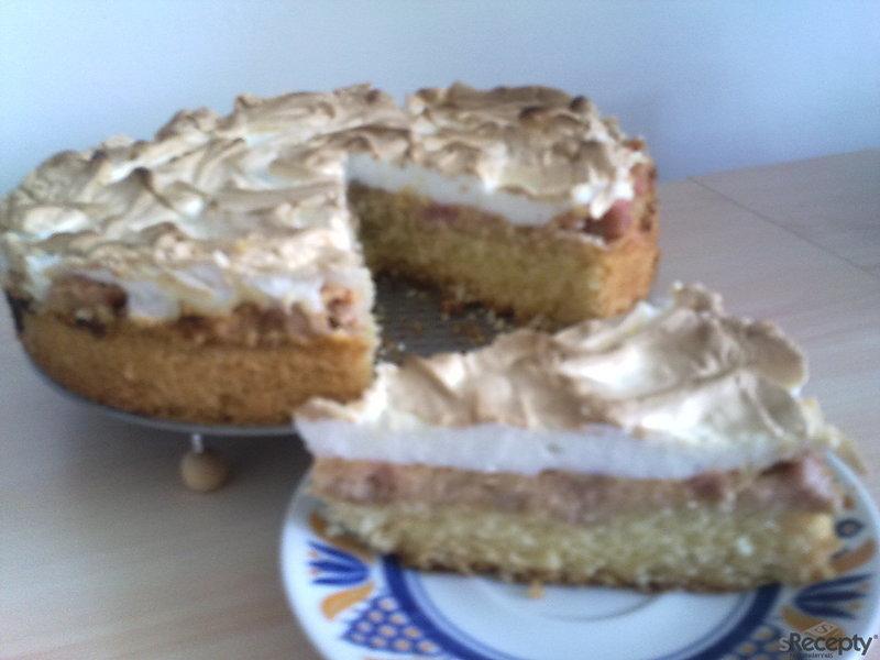 Rebarborový bezé dort