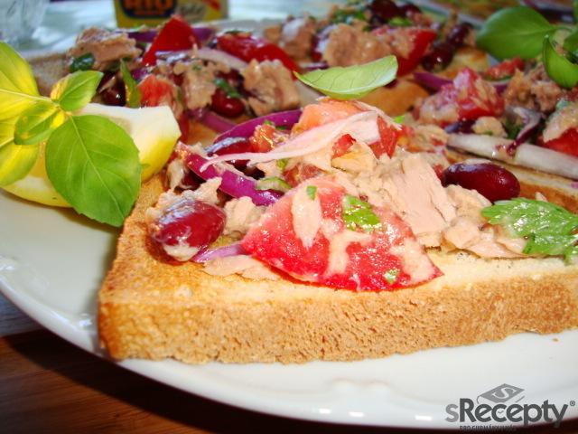Toasty s tuňákem a červenou fazolí