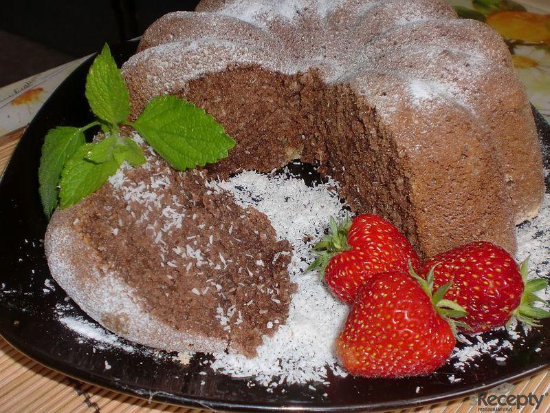 Tvarohovo - kokosová bábovka s kakaem