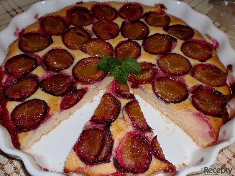 Rychlý smetanový koláč se švestkami