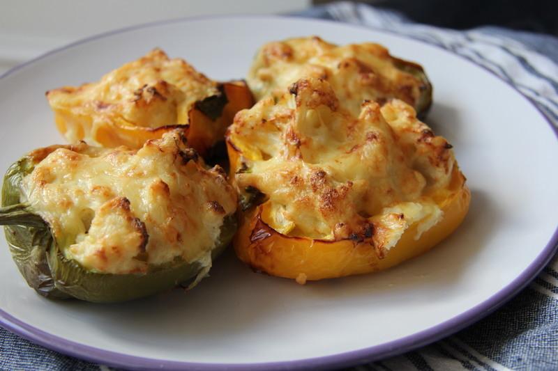 Plněné papriky květákem a sýrem