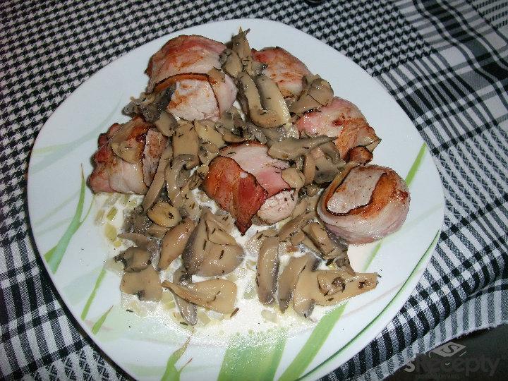 Vepřová panenka na hříbkách s anglickou slaninou