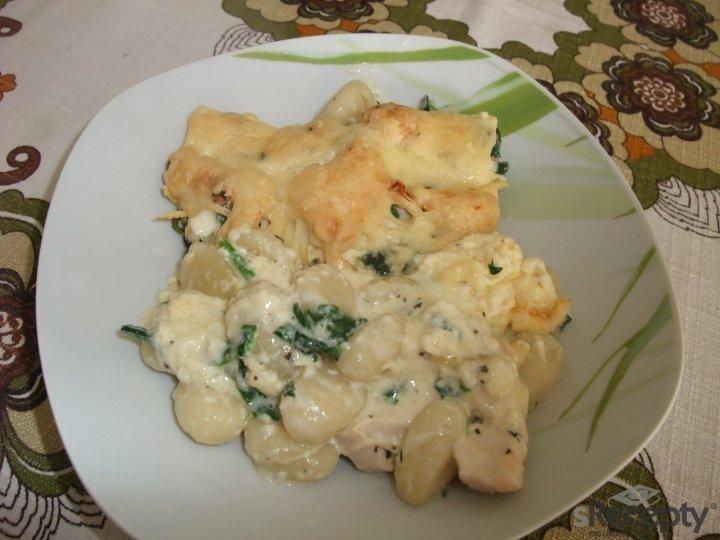 Gnocchi s kuřecím masem, špenátem a smetanovou zálivkou