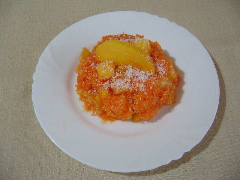 Mrkvový salát s pomerančem a kaki