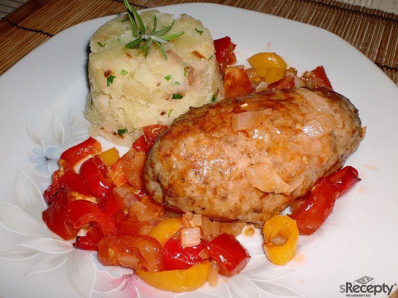 Šišky z mletého masa v zeleninové směsi