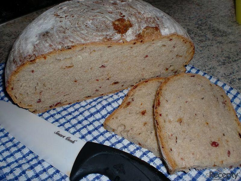 Pivní chleba se salámem