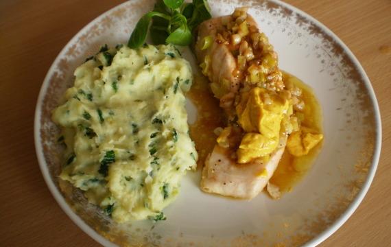Losos s dijonskou hořčicí a špenátovou bramborovou kaší