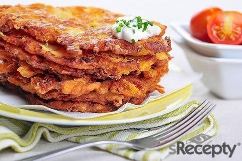 Bramboráčky sypané sýrem