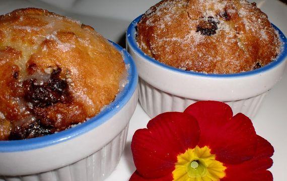 Podmáslové muffiny s rozinkami v čokoládě