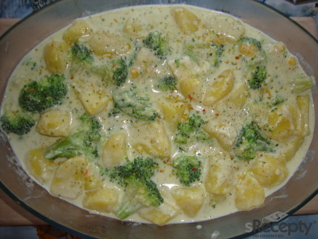 Gratinované brambory s brokolicí