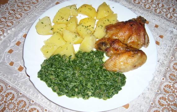 Pečená kuřecí křidélka se smetanovým špenátem