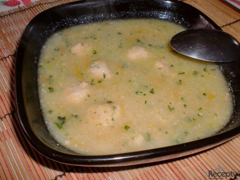 Kedlubnová polévka se šunkovými knedlíčky