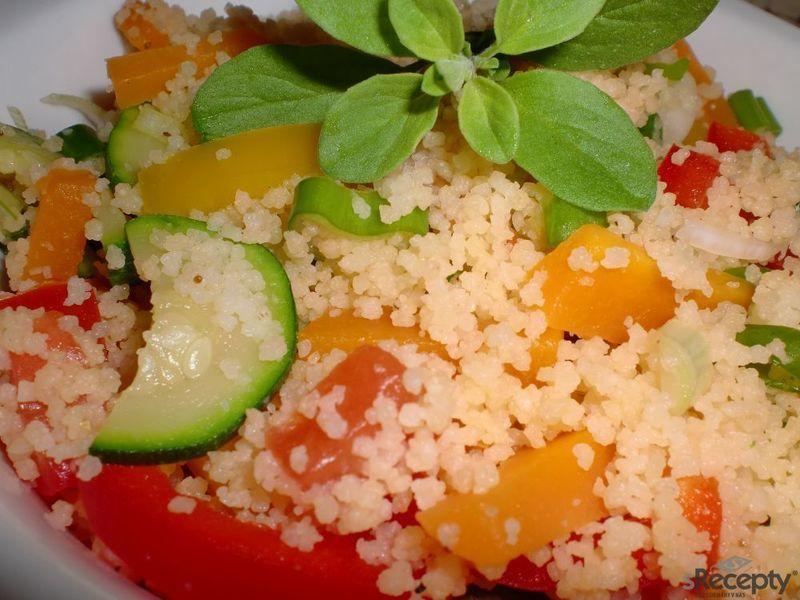 Pestrý kuskusový salát