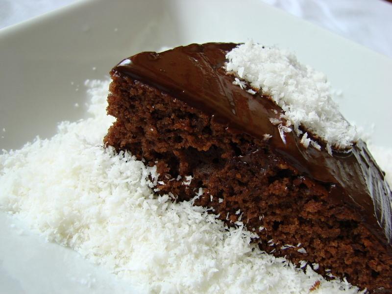 Perníkový koláč s čokoládovou polevou