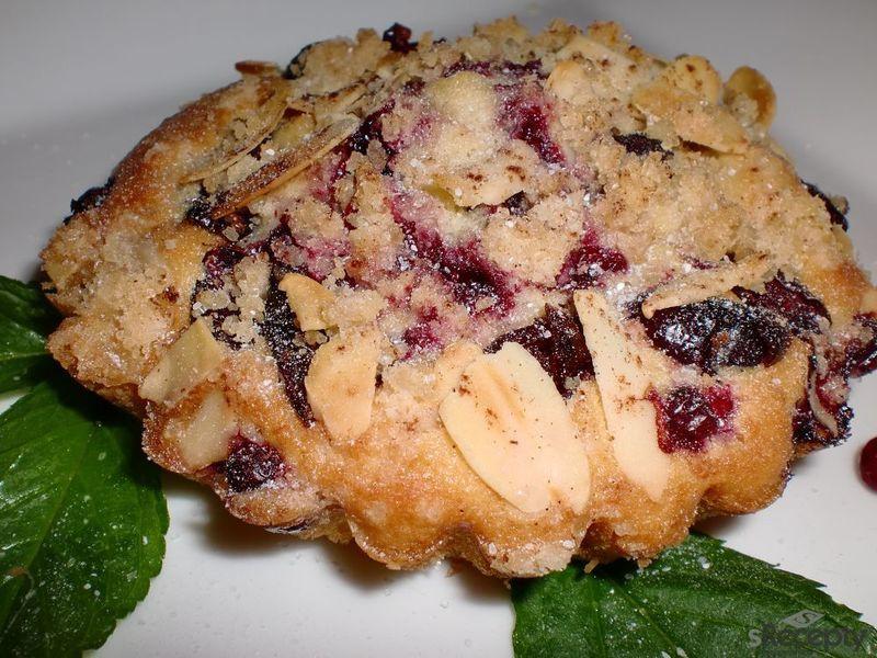 Brusinkové koláčky s mandlovou drobenkou