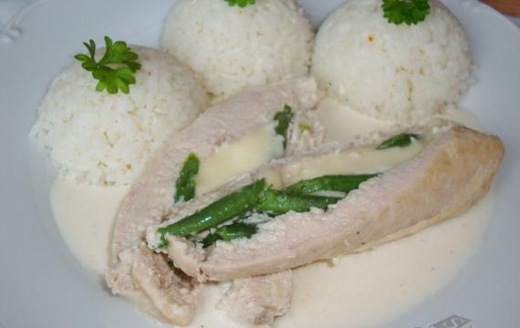 Plněná kuřecí prsa v sýrovo - smetanové omáčce