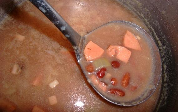 Fazolová polévka od maminky