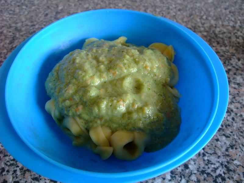 Tortelliny s brokolicovo - zeleninovou omáčkou pro nejmenší