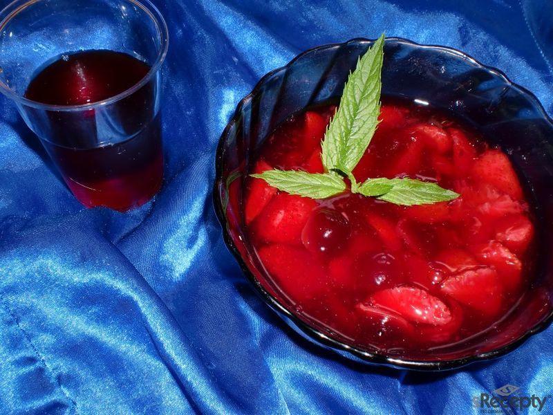 Jahodovo - třešňová polévka