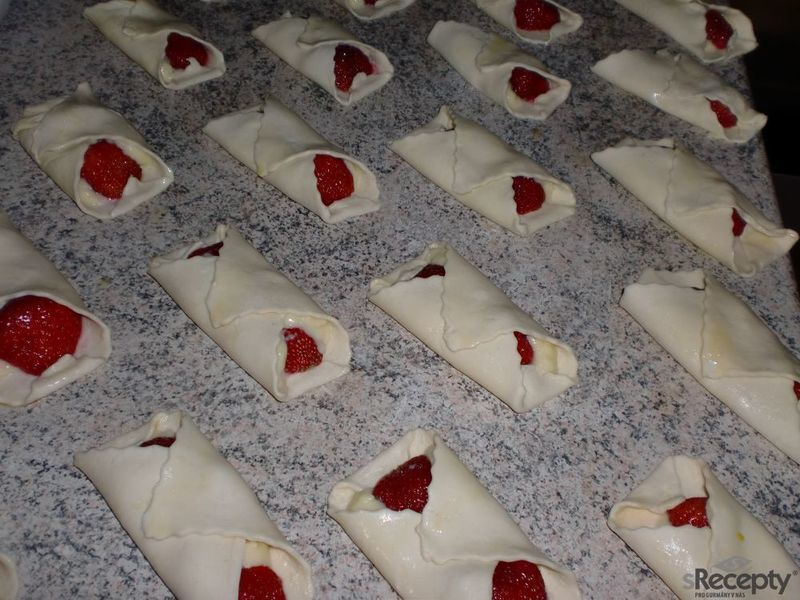 Jahodové šátečky s vanilkovým krémem