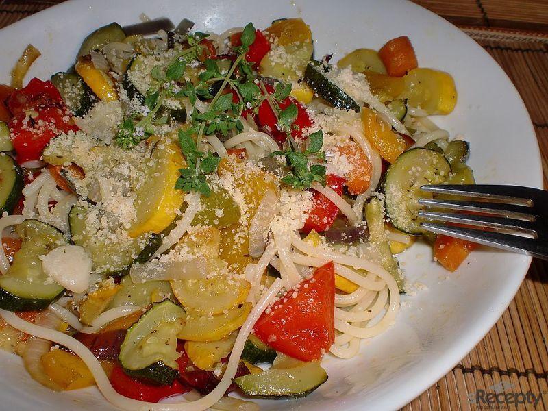Špagety s pečenou zeleninou