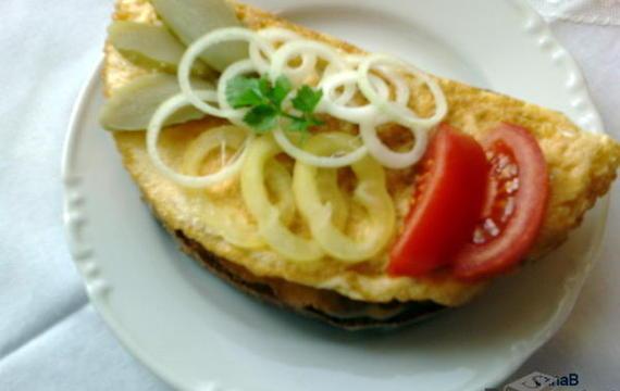 Vaječná smaženka s chlebem