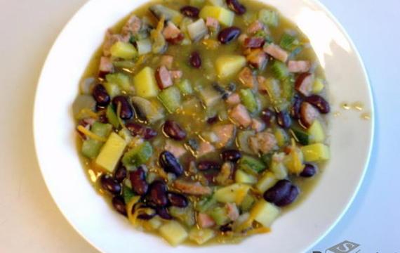 Zeleninový hrnec s uzeninou