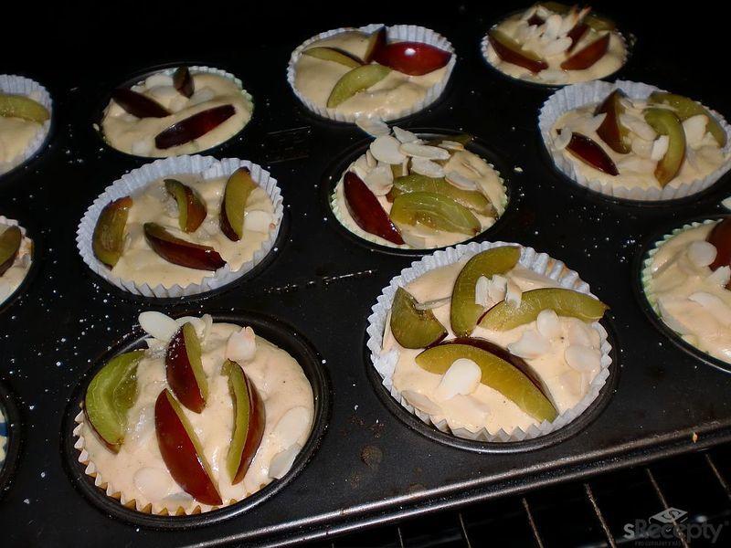 Podzimní hruškové muffinky se švestkou