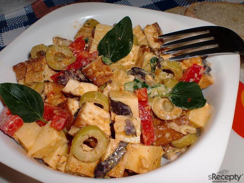 Tofu salát s olivami