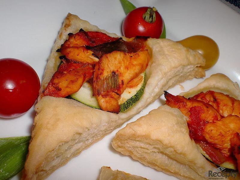 Listové trojuhelníčky s cuketou a kuřecím masem