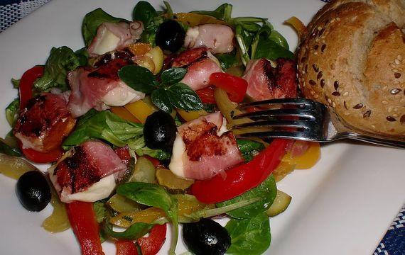 Zeleninový salát s mozzarellovými sousty