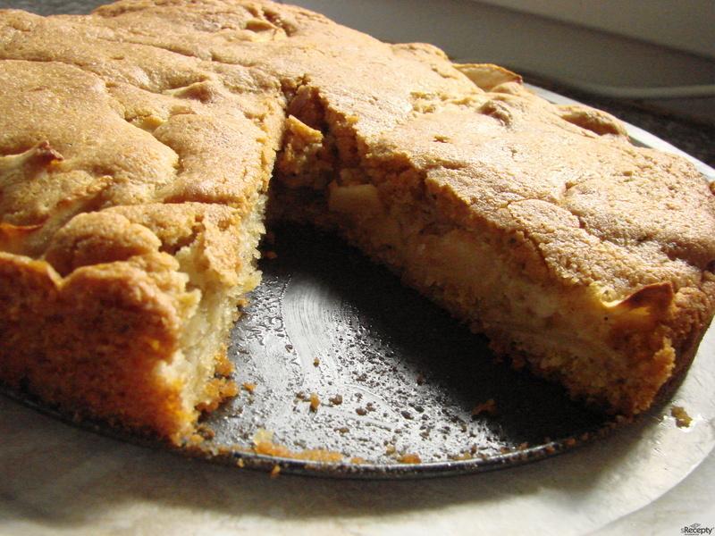 Skvěle vláčný jablečný koláč