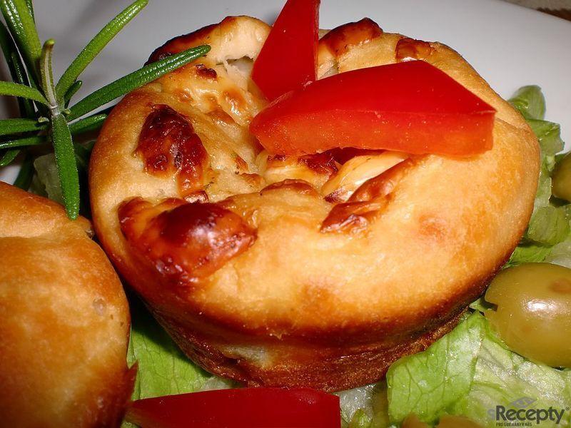 Olivové muffiny plněné balkánským sýrem