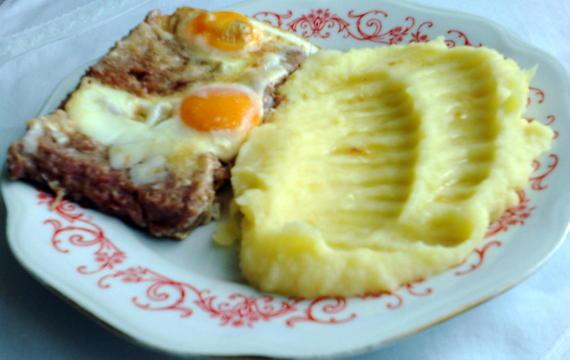 Krůtí maso z konzervy s vejci