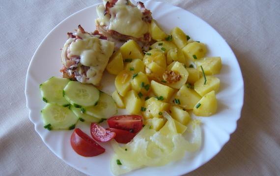 Rybí filé zapečené s křenem, kečupem a sýrem