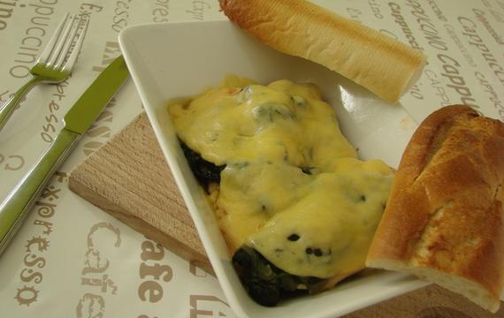 Kuřecí prso zapečené se špenátem a sýrem Gouda