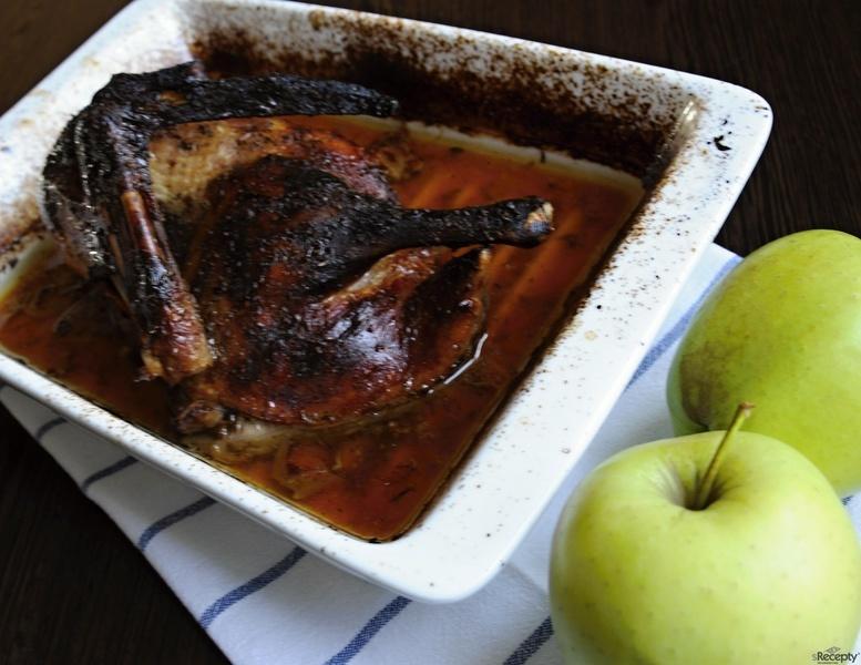 Pečená kachna s medem a červeným vínem