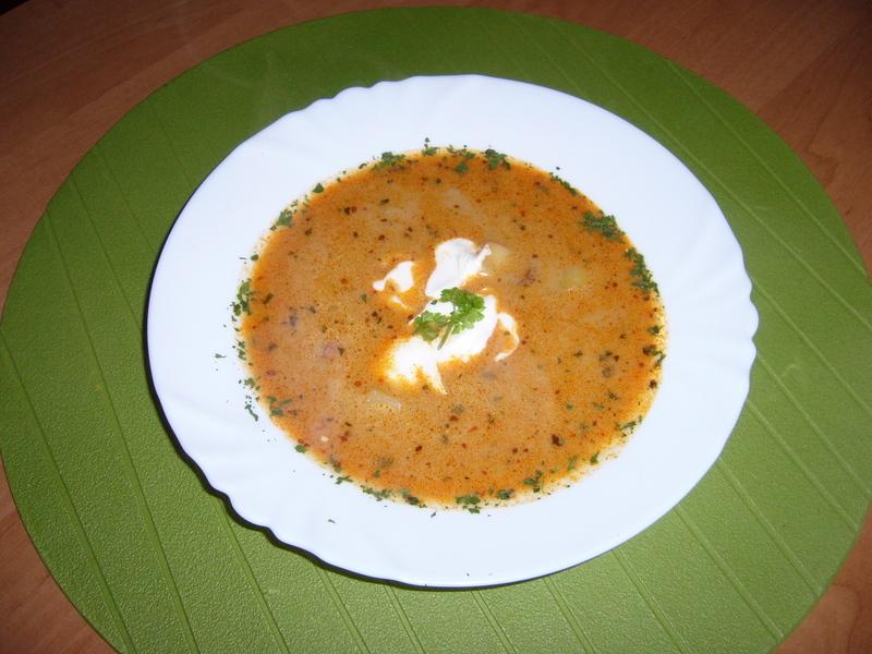 Frankfurtská polévka se zakysanou smetanou
