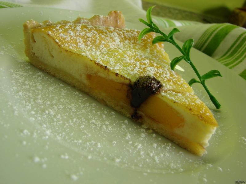 Broskvový koláč z křehkého těsta