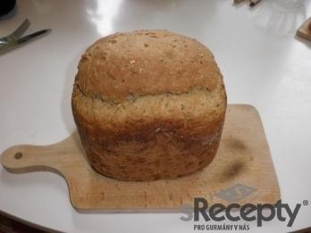 Slunečnicový chléb se sýrem z domácí pekárny