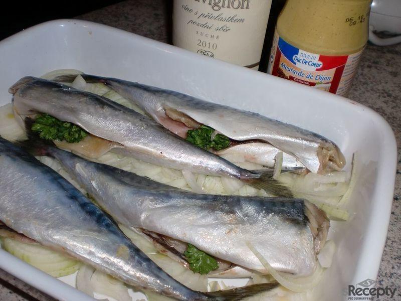 Makrela na dijonské hořčici ma bílém víně