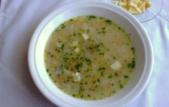 Polévka ze zelí, mrkve a vloček