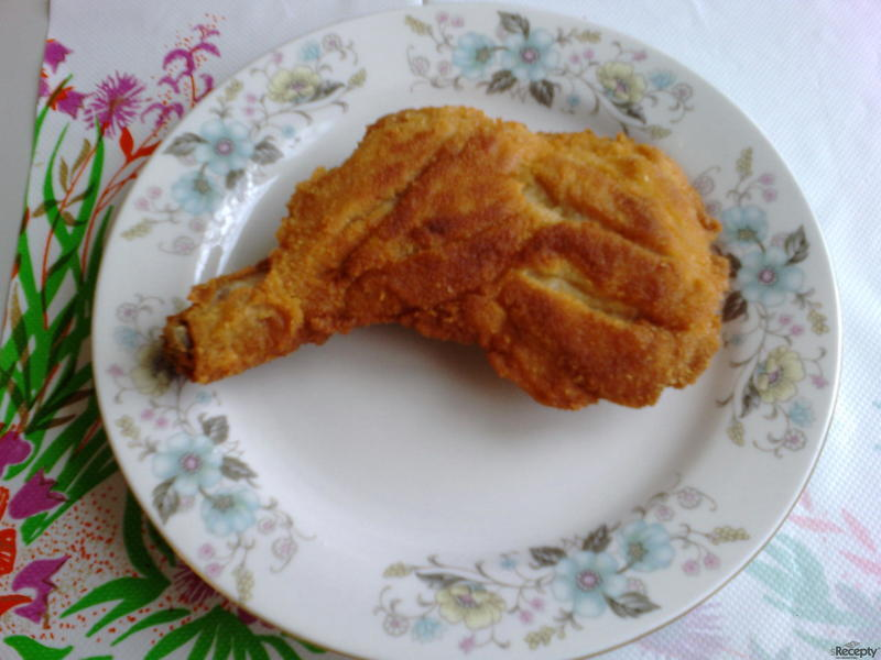 Smažená kuřecí stehna s kostí