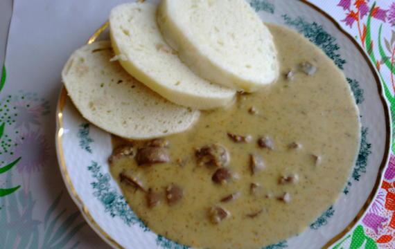 Ledvinky s broskví a česnekem