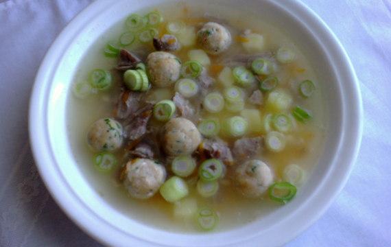 Polévka z vepřových kostí